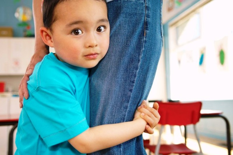 Bagaimana Mengatasi Anak Yang Pemalu