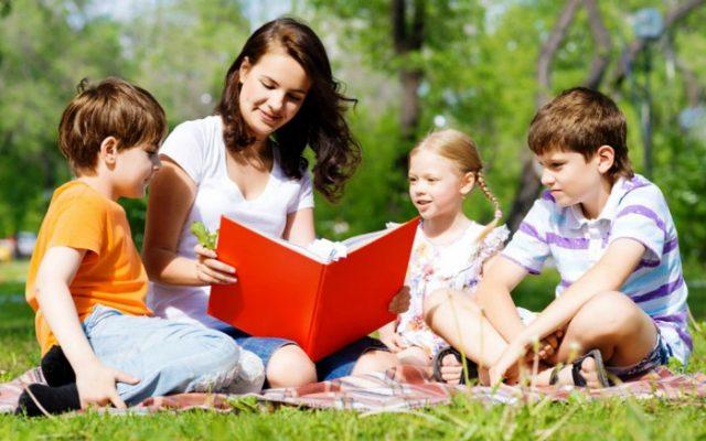 Luangkan Waktu Membacakan Buku Pada Anak Sejak Dini