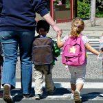 Orang Tua Antar Pada Hari Pertama Sekolah PAUD