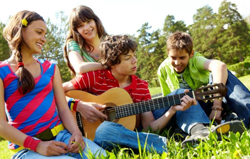Jika Anak Beranjak Remaja Patikan Siapa Teman Dekatnya