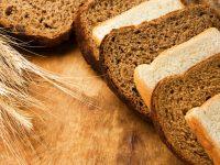 Apakah Roti putih atau roti gandum terbaik untuk kadar gula darah tubuh