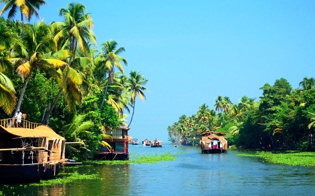 Travelling in Kerala Backwaters, a Unique Natural Phenomenon